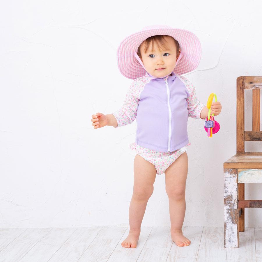 1歳の女の子の水着紫外線対策スイムハットもかぶる